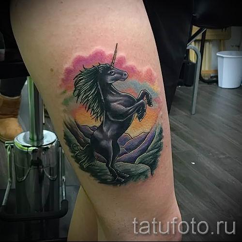 Пример фото с классной тату единорог для статьи про значение тату 70