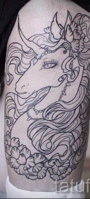 Пример фото с классной тату единорог для статьи про значение тату 74