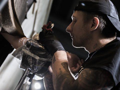Скотт Кэмпбелл - тату-мастер Роберта Дауни-младшего бесплатно будет делать татуировки в Лондоне - фото