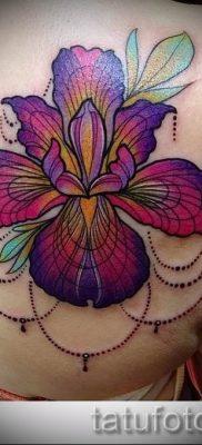 Фото пример тату ирис для статьи про значение татуировки с ирисом 2