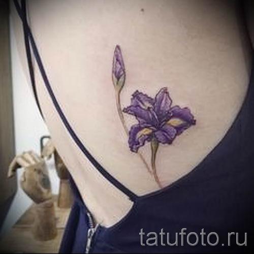 Фото пример тату ирис для статьи про значение татуировки с ирисом 4
