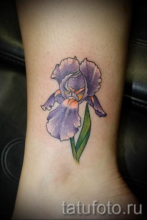 Фото пример тату ирис для статьи про значение татуировки с ирисом 5