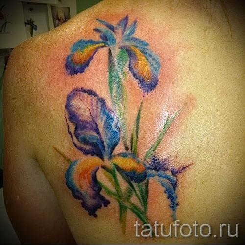 Фото пример тату ирис для статьи про значение татуировки с ирисом 10