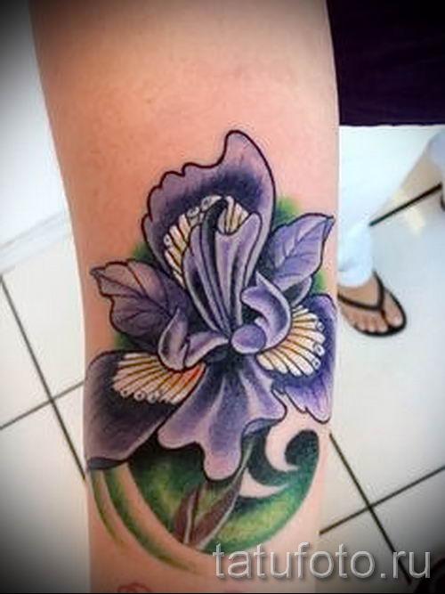 Фото пример тату ирис для статьи про значение татуировки с ирисом 12