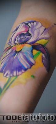 Фото пример тату ирис для статьи про значение татуировки с ирисом 13
