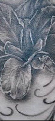 Фото пример тату ирис для статьи про значение татуировки с ирисом 14