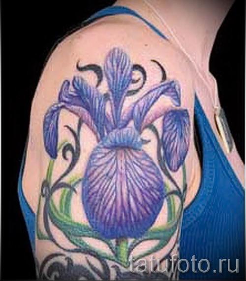 Фото пример тату ирис для статьи про значение татуировки с ирисом 21