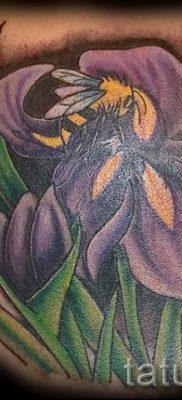 Фото пример тату ирис для статьи про значение татуировки с ирисом 26