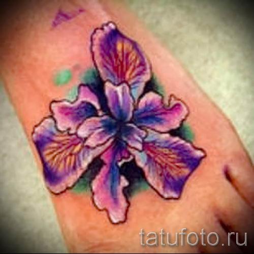 Фото пример тату ирис для статьи про значение татуировки с ирисом 28
