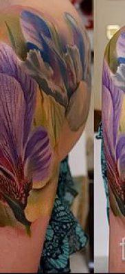 Фото пример тату ирис для статьи про значение татуировки с ирисом 30