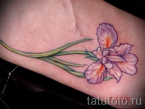 Фото пример тату ирис для статьи про значение татуировки с ирисом 32