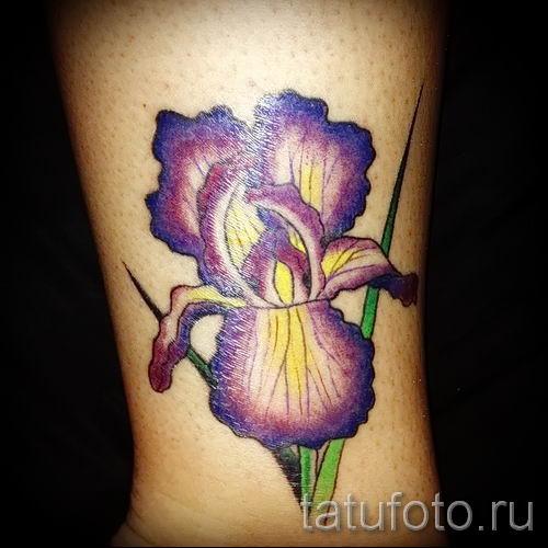 Фото пример тату ирис для статьи про значение татуировки с ирисом 34