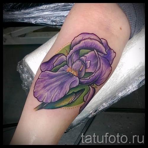 Фото пример тату ирис для статьи про значение татуировки с ирисом 38