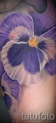 Фото тату анютины глазки для статьи про значение татуировки – tatufoto.ru – 4