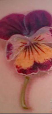 Фото тату анютины глазки для статьи про значение татуировки – tatufoto.ru – 7