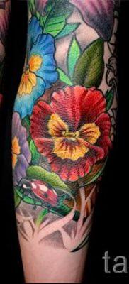 Фото тату анютины глазки для статьи про значение татуировки – tatufoto.ru – 17