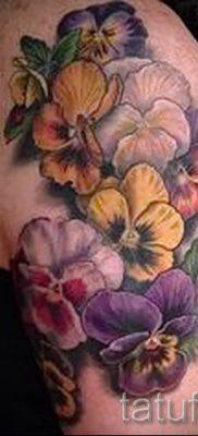 Фото тату анютины глазки для статьи про значение татуировки – tatufoto.ru – 19
