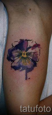 Фото тату анютины глазки для статьи про значение татуировки – tatufoto.ru – 20