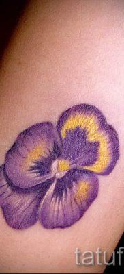 Фото тату анютины глазки для статьи про значение татуировки – tatufoto.ru – 38