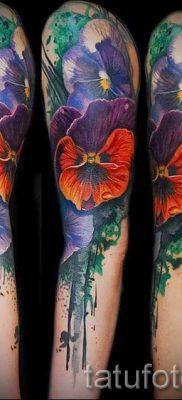 Фото тату анютины глазки для статьи про значение татуировки – tatufoto.ru – 47