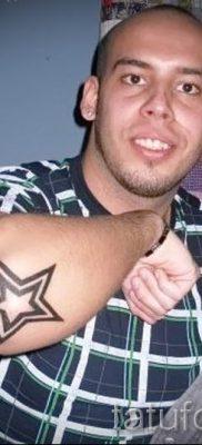 Фото тату звезды на локтях для статьи про значение рисунка татуировки – tatufoto.ru – 12