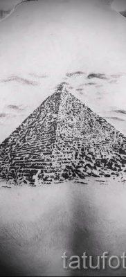 Фото тату пирамида для статьи про значение татуировки с пирамидой – tatufoto.ru – 1