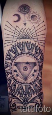 Фото тату пирамида для статьи про значение татуировки с пирамидой – tatufoto.ru – 2