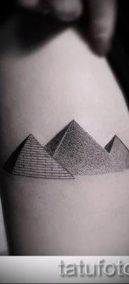 Фото тату пирамида для статьи про значение татуировки с пирамидой – tatufoto.ru – 5