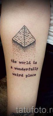 Фото тату пирамида для статьи про значение татуировки с пирамидой – tatufoto.ru – 13