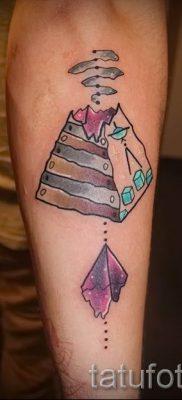 Фото тату пирамида для статьи про значение татуировки с пирамидой – tatufoto.ru – 14