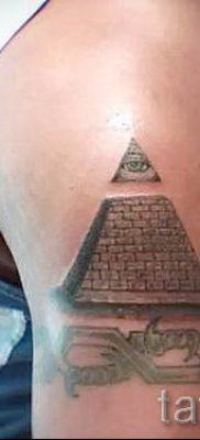 Фото тату пирамида для статьи про значение татуировки с пирамидой – tatufoto.ru – 15