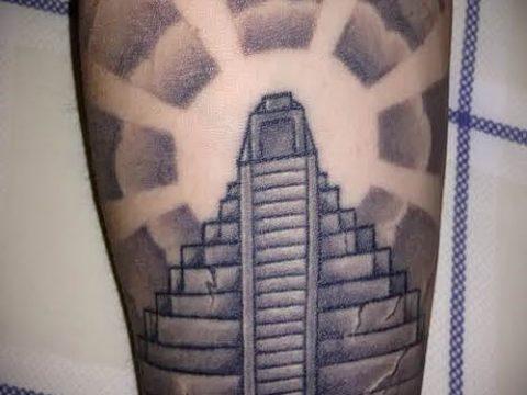 Фото тату пирамида для статьи про значение татуировки с пирамидой - tatufoto.ru - 22