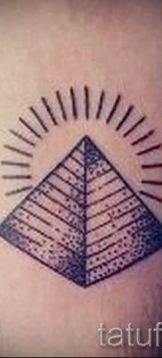 Фото тату пирамида для статьи про значение татуировки с пирамидой – tatufoto.ru – 31