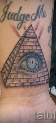Фото тату пирамида для статьи про значение татуировки с пирамидой – tatufoto.ru – 46