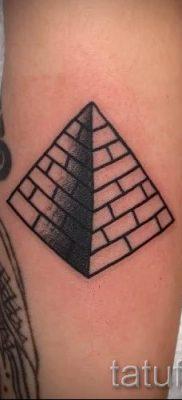 Фото тату пирамида для статьи про значение татуировки с пирамидой – tatufoto.ru – 50