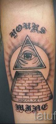 Фото тату пирамида для статьи про значение татуировки с пирамидой – tatufoto.ru – 51