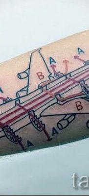 Фото тату самолет для статьи про значение татуировки с самолет – tatufoto.ru – 34