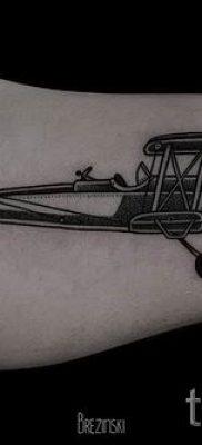 Фото тату самолет для статьи про значение татуировки с самолет – tatufoto.ru – 57