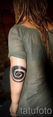 Фото тату спираль для статьи про значение татуировки с этим рисунком – tatufoto.ru – 35
