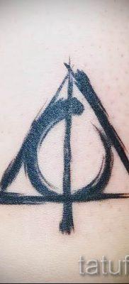 Фото тату тату дары смерти для статьи про значение рисунка татуировки – tatufoto.ru – 4