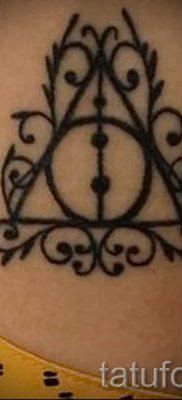 Фото тату тату дары смерти для статьи про значение рисунка татуировки – tatufoto.ru – 13