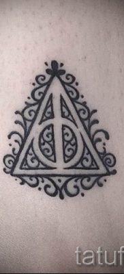 Фото тату тату дары смерти для статьи про значение рисунка татуировки – tatufoto.ru – 16