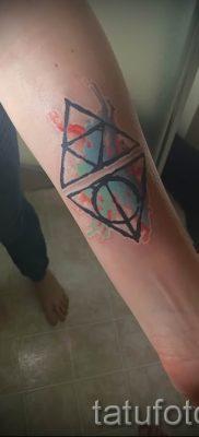 Фото тату тату дары смерти для статьи про значение рисунка татуировки – tatufoto.ru – 56