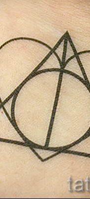 Фото тату тату дары смерти для статьи про значение рисунка татуировки – tatufoto.ru – 57