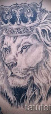 тату лев с короной – фото для статьи про значение татуировки  – tatufoto.ru – 5