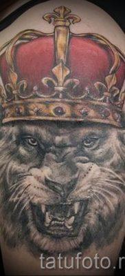 тату лев с короной – фото для статьи про значение татуировки  – tatufoto.ru – 6