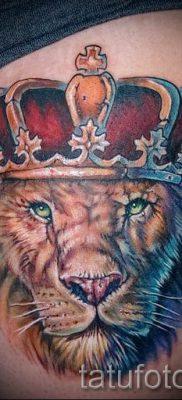 тату лев с короной – фото для статьи про значение татуировки  – tatufoto.ru – 8