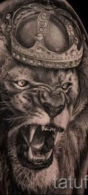 тату лев с короной – фото для статьи про значение татуировки  – tatufoto.ru – 9