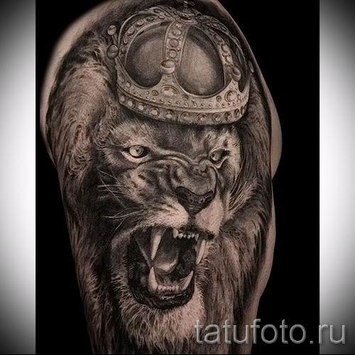 тату лев с короной - фото для статьи про значение татуировки - tatufoto.ru - 9