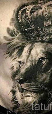 тату лев с короной – фото для статьи про значение татуировки  – tatufoto.ru – 10